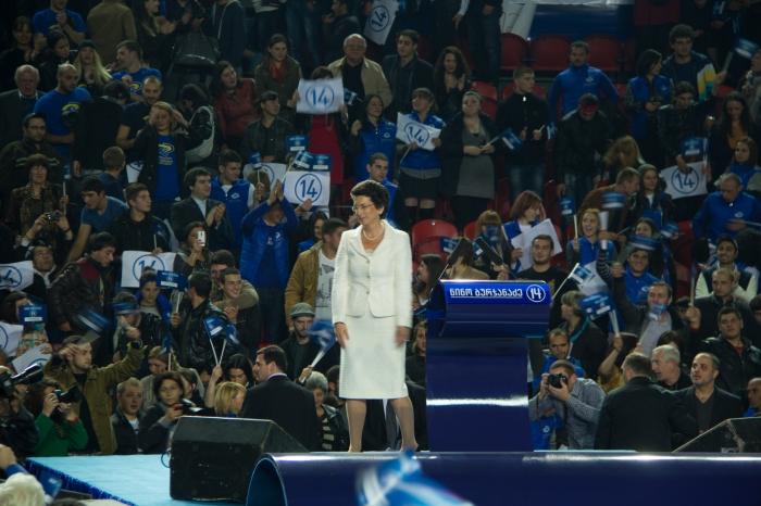 Nino Burdzhanadze en un mitin de campaña electoral