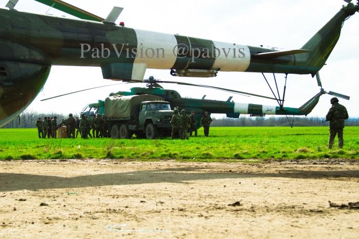 Foto tomada entre Izyum y Slavyansk. Mi-8 del ejército ucraniano.